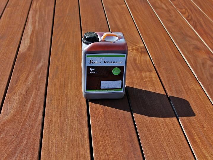 Holzterrasse richtig reinigen und pflegen