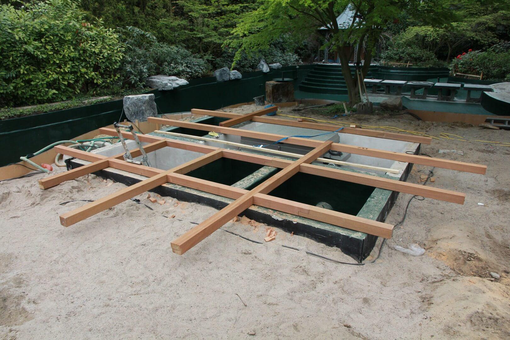Schwimmteich - Mit Holz den Teich im Garten ergänzen | HOLZwelten