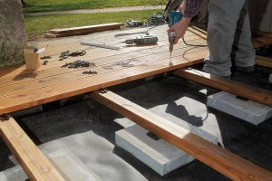 Terrassenunterkonstruktion: So machen Sie es richtig