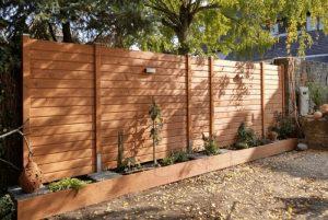 Zaunbau aus Holz