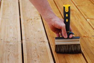 Terrassenöl – so bleibt Ihre Terrasse schön