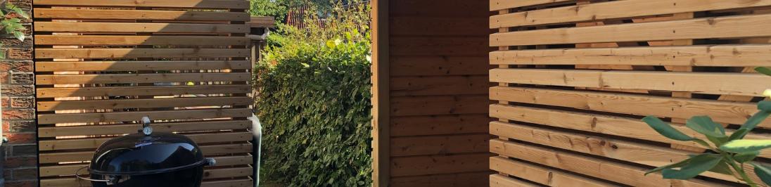 Zaun aus Holz im Garten