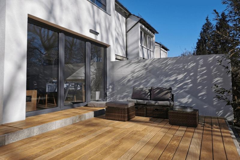 Garapa-Terrassendielen mit Farbspiel