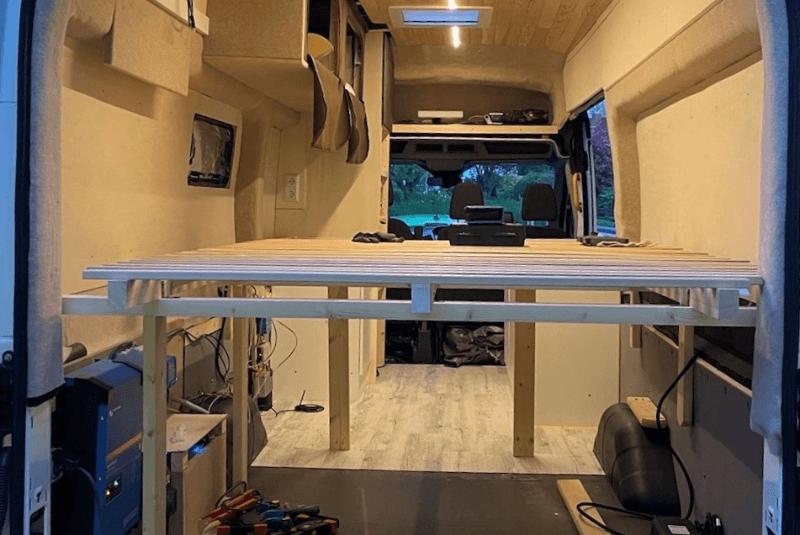 Das Bettgestell im DIY-Camper